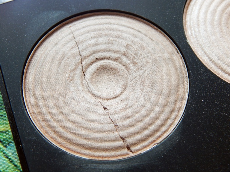Makeup Revolution Radiance palette detail 2